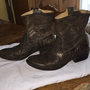 Frye short cowboys boots.